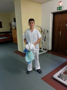 Nino im Pflegeheim